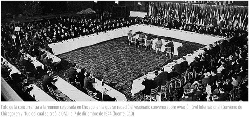 Foto de la concurrencia a la reunión celebrada en Chicago, en la que se redactó el visionario convenio sobre Aviación Civil Internacional (Convenio de Chicago) en virtud del cual se creó la OACI, el 7 de diciembre de 1944 (fuente ICAO)
